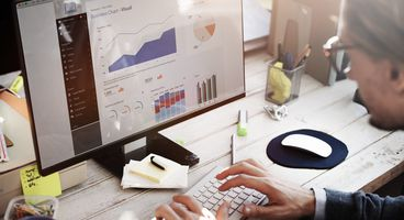 Analytics for Execution Trace Data Evolving
