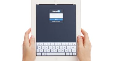 LinkedIn Messaging Abused to Target US Companies With Backdoors - Cyber security news