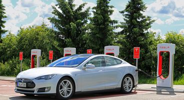 High-tech thieves used a relay attack to steal a Tesla Model S - Cyber security news
