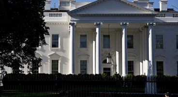 White House Weighs Personal Mobile Phone Ban for Staff