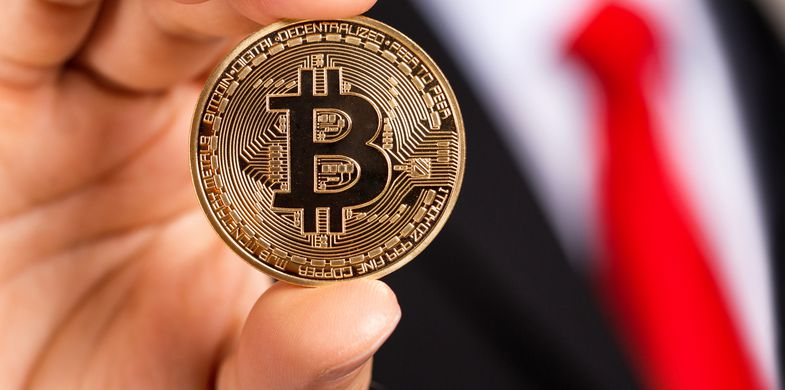 New Bitcoin scam impersonates the Queen's private office in Buckingham Palace to trick users