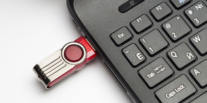 USB malware evolution: Cybercriminals are now using flash drives to spread cryptominers